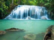 Erawanwaterval in diep bos, Erawan Nationaal P Stock Fotografie
