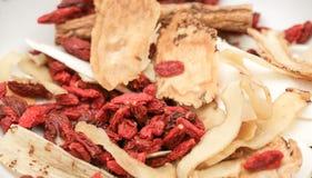 Erba cinese e spezia per la preparazione medica della minestra Immagini Stock