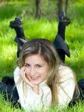 erba della ragazza Fotografie Stock Libere da Diritti