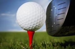erba di golf del randello di sfera immagini stock