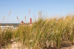 Erba e faro della duna Immagine Stock Libera da Diritti