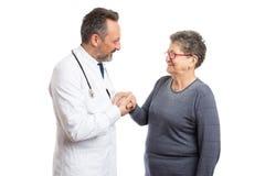 Erba medica che tiene la mano del paziente immagini stock libere da diritti