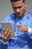 Erba medica maschio stressante With Tablet immagine stock