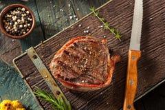 Erba organica Fed Bacon Wrapped Sirloin Steak immagini stock