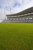 Erba verde e lo stadio Fotografie Stock Libere da Diritti