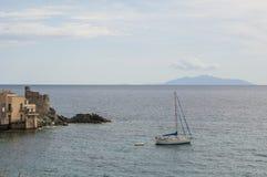 Erbalunga, wycieczki turysycznej d'Erbalunga, wierza, linia horyzontu, genueńczyka wierza, Corsica, nakrętka Corse, Haute Corse Obrazy Stock