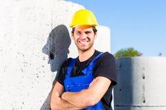 Erbauer der Baustelle mit Kanalisationsprojekt Lizenzfreies Stockbild