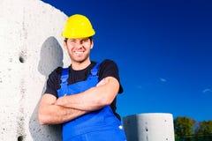 Erbauer der Baustelle mit Kanalisationsprojekt Lizenzfreie Stockfotos