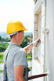 Erbauerfassade-Malerarbeitskraft stockbild