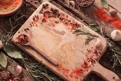 Erbe e spezie su fondo di legno Fotografia Stock Libera da Diritti