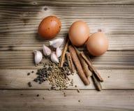 Erbe ed uova stufate spezie Immagini Stock Libere da Diritti