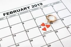 Erbjud att att gifta sig Valentin dag, Februari 14 på kalendern royaltyfri foto