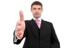 erbjuda för affärsmanhandskakning Arkivbild