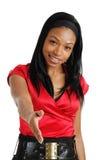 erbjudande kvinna för afrikansk amerikanaffärshandskakning Arkivfoto