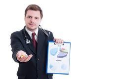 Erbjudande preventivpillerar för medicinrepresentant och uppvisning av försäljningsvinstdiagram Arkivfoton
