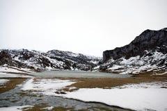 Ercina sjö i picos de Europa royaltyfria bilder