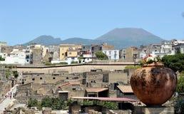 Ercolano, Ercolano moderno e Vesuvio Fotografia Stock