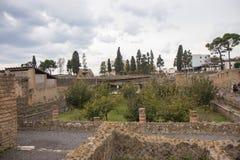 Ercolano, ITALIA - 4 novembre 2018 Le rovine dello scavo di Ercolano in Ercolaono vicino a Napoli, Italia fotografie stock libere da diritti