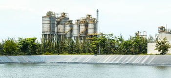 Erdöl-Raffinerie Stockfotos