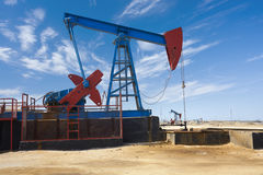 Erdölbohrturm - Erdölgewinnung in Aserbaidschan Lizenzfreie Stockbilder