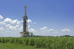 Erdölbohrung-Anlage und Zuckerrohr Lizenzfreies Stockfoto