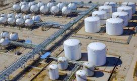 Erdölraffinerie-Behälter Lizenzfreie Stockfotos