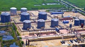 Erdölraffinerie-Behälter Lizenzfreie Stockbilder
