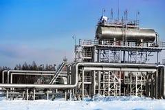 Erdölraffinerie im Winter Stockbilder
