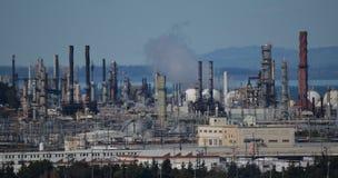 Erdölraffinerie am Tag Stockfotos