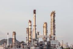 Erdölraffinerieanlagenindustrie auf dem Gebiet bei Chonburi Thailand Stockbild