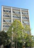 Erdbeben-verstärktes Bürogebäude stockbilder
