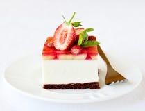 Erdbeer- und Bananengeleekremeis backen, selektiver Fokus zusammen Stockfoto