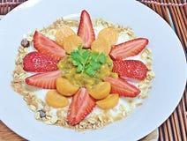 Erdbeer- und Kapstachelbeermischhaferjoghurt Lizenzfreie Stockfotografie
