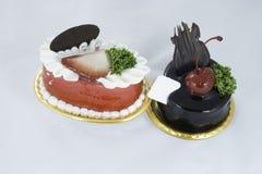 Erdbeer- und Schokoladenkleiner kuchen  Stockfotos