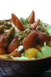 Erdbeer- und Walnusssalat Stockfoto