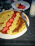 Erdbeerbananenpfannkuchen Lizenzfreies Stockfoto