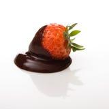 Erdbeere abgedeckt in der dunklen Schokolade Lizenzfreies Stockfoto