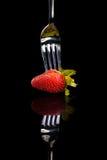 Erdbeere auf der Gabel. Lizenzfreie Stockbilder
