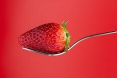 Erdbeere auf einer Gabel Stockfoto