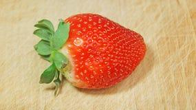 Erdbeere auf Holz Lizenzfreies Stockbild