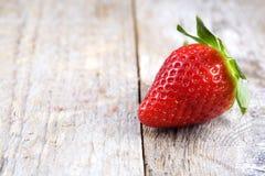 Erdbeere auf Holz Stockbild