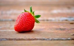 Erdbeere auf Holz Rustikale Art Stockbilder
