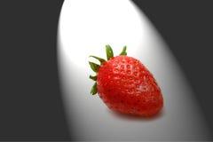 Erdbeere in der Dunkelheit Stockfotos