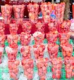 Erdbeere in der Plastikschale bei Jatujak verkaufend, weekend Markt, Knall Lizenzfreie Stockbilder