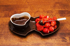 Erdbeere in der Schokolade Lizenzfreies Stockbild