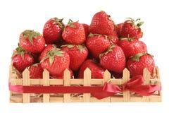 Erdbeere in einem Geschenk hölzernes BO Stockfoto