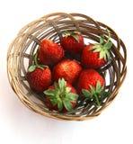 Erdbeere in einer Platte. Stockbilder