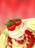 Erdbeere in einer Sahne Lizenzfreies Stockbild