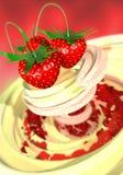 Erdbeere in einer Sahne Lizenzfreie Stockfotografie