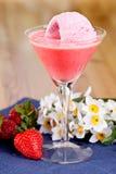 Erdbeere-EiscremeSmoothie stockfoto